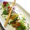 Carpaccio de feta, tomates de variétés anciennes au pistou, copeaux de parmesan et gressin