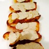Pain toasté à l'huile du Mas des Olivier et copeaux de truffes blanches