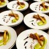 Finger de saumon mariné, fêves et crispi de lard