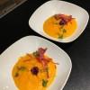 Velouté de carotte, émulsion à l'huile d'olive et cumin, effeuillé de jambon artisanal